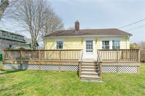 GREEN HILL – 99 Green Hill Ave- Very Charming cottage 3 minutes to Beach – Sleeps 4 to 6 people